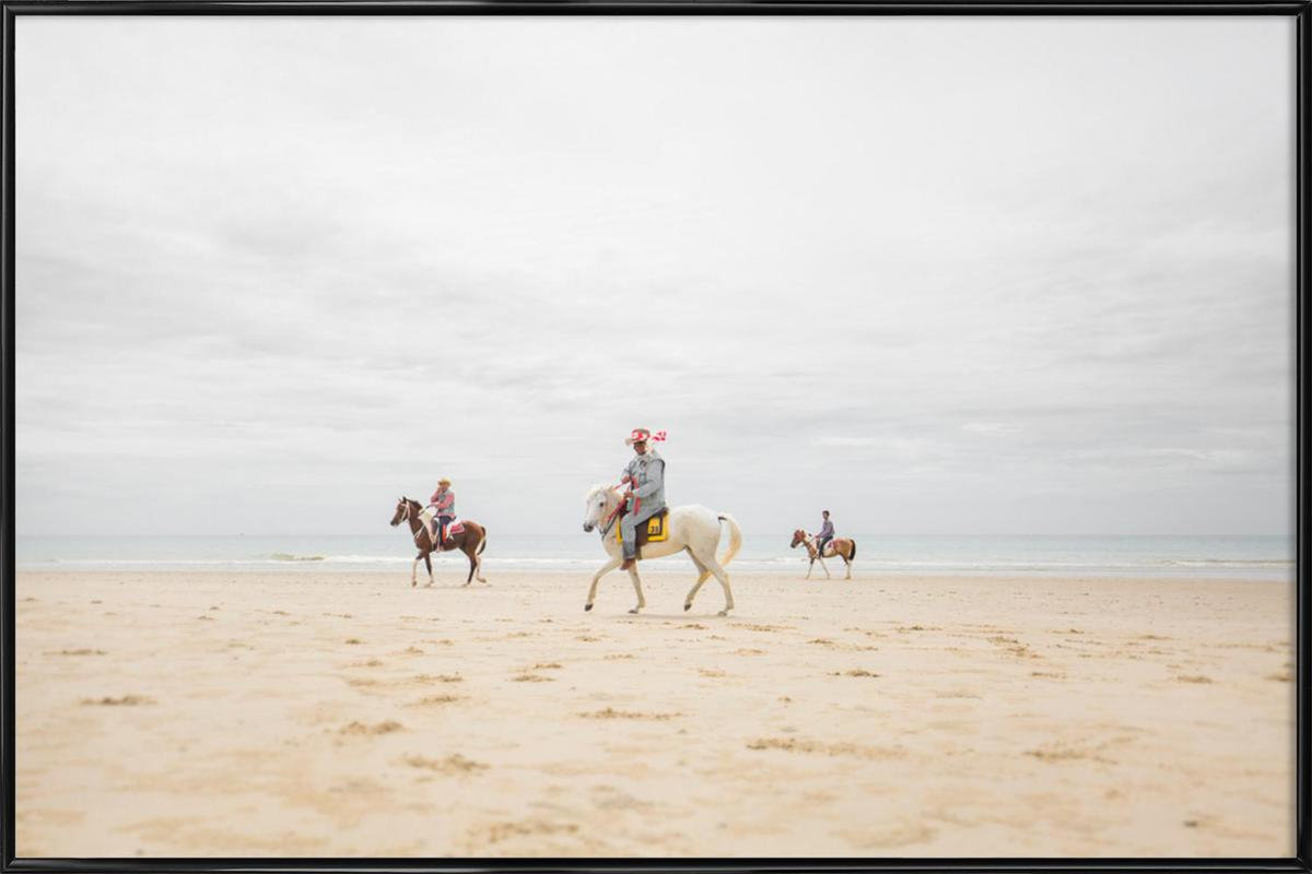 Hua Hin Horses Gerahmtes Poster | Dekoration > Bilder und Rahmen > Poster | Mehrfarbig