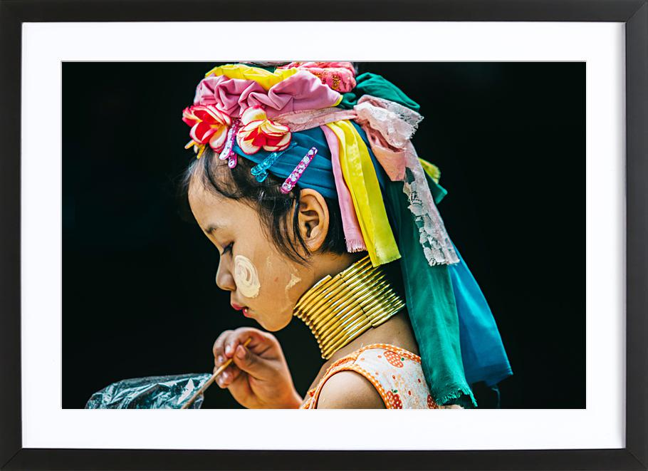 Karen Premium Poster gerahmt | Dekoration > Bilder und Rahmen > Poster | Mehrfarbig