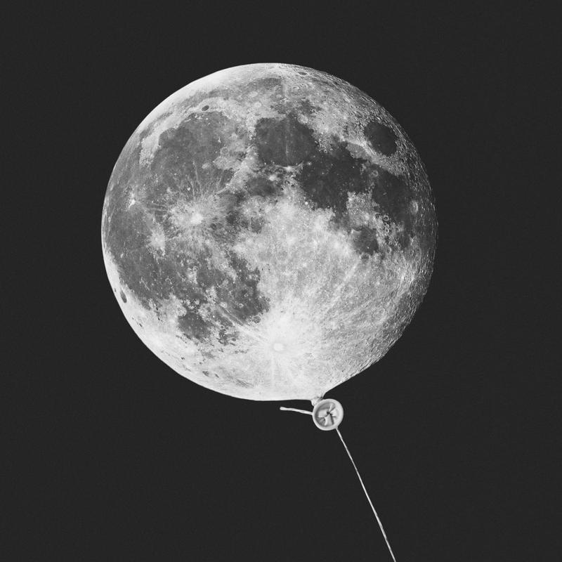 Moon Baloon Leinwandbild | Dekoration > Bilder und Rahmen > Bilder | Mehrfarbig | Holz