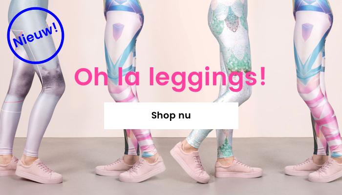 Vijf paar vrouwenbenen dragen all-over print leggings met kleurrijke grafische prints