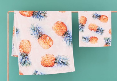 White bath and hand towels with pineapple motifs