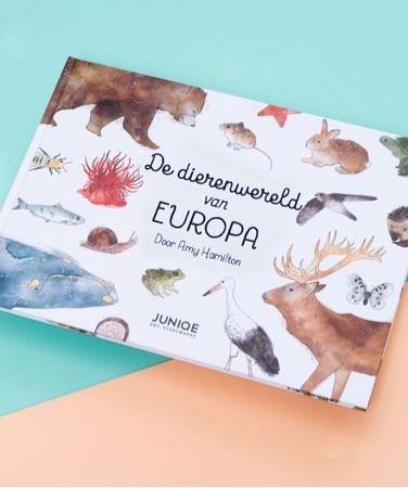 Kinderboek De dierenwereld van Europa door Amy Hamilton met verschillende dieren op de kaft