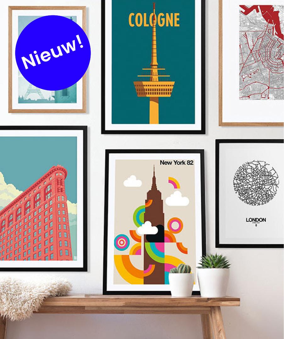 juniqe gallery wall met kleurrijke designs van new york londen en keulen in houten lijst