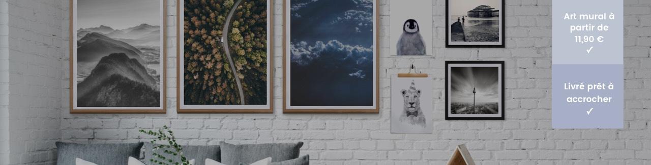 Murs de cadres avec affiches JUNIQE sur un mur de briques blanches