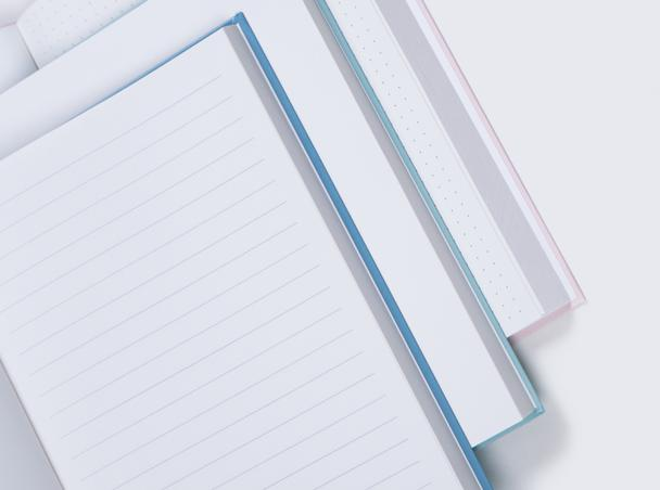 Choose between blank, ruled and dotted paper.