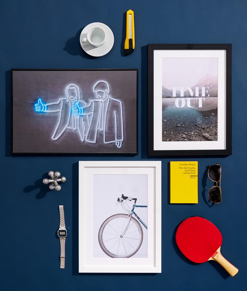 Present selection for men with framed photos, a typopgraphy print and an illustration