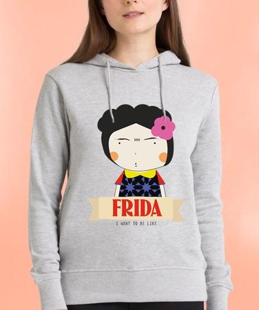 vrouw in grijze hoodie met Frida Kahlo print